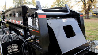 The CobraNeck gooseneck provides easy and efficient operation.  Fifth wheel heights and/or deck heights are easily changed using the