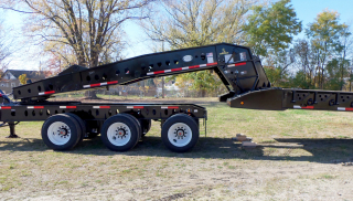 When needed, the gooseneck can be raised in order to provide additional ground clearance.  Dual-arm hydraulic gooseneck jack with shoe provides stable support of the gooseneck to the truck or jeep dolly frame when the gooseneck is detached for loading or unloading.
