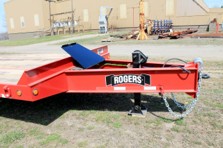 Two-speed landing gear has a lift capacity of 50,000 lbs. and a static capacity of 70,000 lbs.  Toolbox with steel lid provides additional storage for tools, chains, binders, etc.
