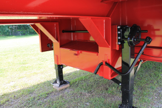 Heavy-duty two speed landing gear set and lockable steel-covered toolbox under the gooseneck are standard equipment.