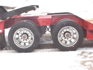 Machine loads can park on the wide trunnions between the wheels.  Pictured Option: Aluminum wheels, rear ramps