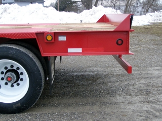 The level rear extension adds 49-inches of loading space to the deck without increasing the wheel base.  A vertical bumper guide welded to the rear channel is a visual guide to the back edge of the deck.  Air ride suspension has a mechanical height control.
