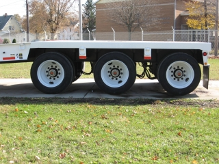 The tri-axle has air ride suspension with mechanical air height control and 255/70R tires on steel disc wheels.