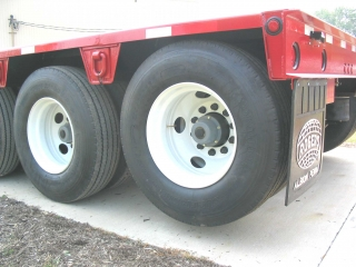 When the trailer is not loaded, the air lift on the 5th axle raises the tire 3