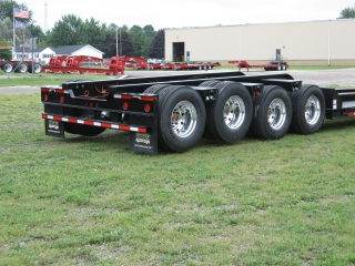 The 4-axle rear frame is equipped with air ride suspension.  Air lifts on the 3rd and 4th axles enable the empty trailer to ride on just the first two axles. Air lifts save on tire wear and improve fuel efficiency.  Aluminum disc wheels save weight and