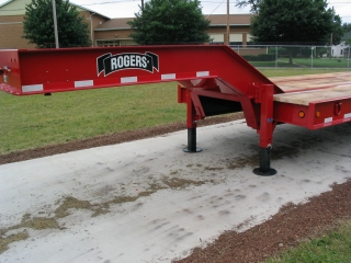 The pin type parking legs are easy to operate and have a static capacity of 40,000 lbs.