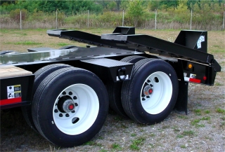 The 255/70R radial tires on 22.5 steel disc wheels help maintain a high load capacity with a low deck height.