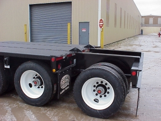 A removable axle like this is used in U.S. states where a 4th axle is required to carry 60 tons.  It has a hand control valve to adjust the air pressure to equalize the overall weight with this axle.