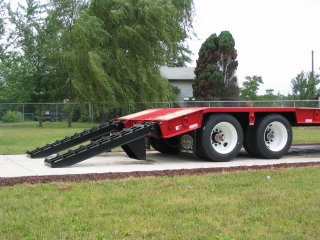 The low-profile gooseneck allows for extra loading space from the deck.