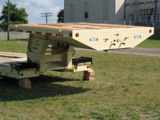 The full-width gooseneck allows space for crates and other items to be carried on top.  The cream finish color was a custom specification.