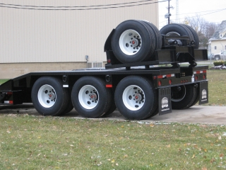 The three fixed axles have spring/walking beam suspensions, and the removable 4th axle has air ride suspension.