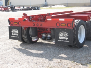 Standard feature: Preparation Package for adding a removable 4th axle.  The package includes hinges and extended air and light lines.