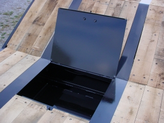 Standard deck toolbox with lockable steel lid is just behind the slope of the gooseneck; an optional oak lid is also available.